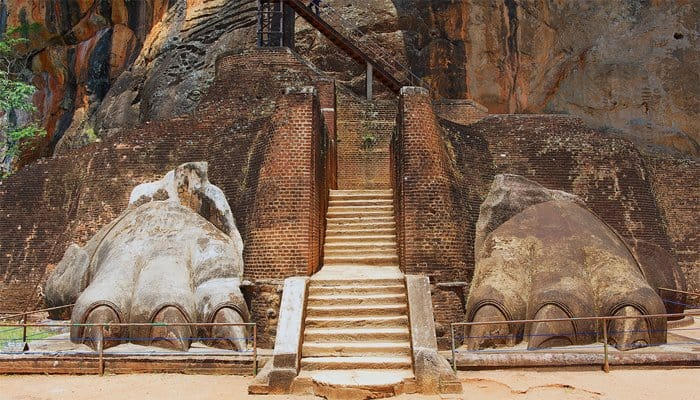 Sigiriya-Lion-Claws
